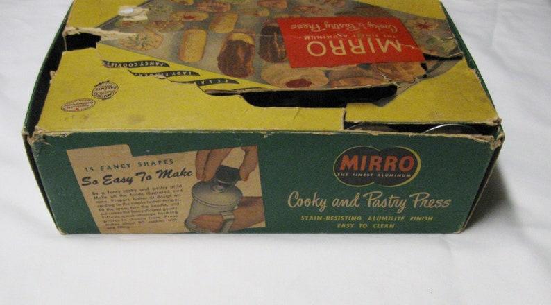 UNUSED-Vintage 1950/'s Mirro Cooky Cookie /& Pastry Press-WRecipes-Original Box-12 Discs-3 Tips-Wood Disc Storage