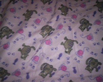 Cats with Yarn Print Fleece No-Sew Blanket