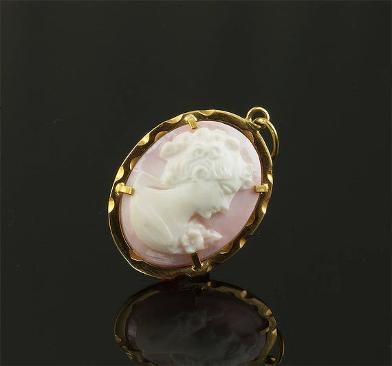 Vintage 18K Yellow Gold Framed Pink Cameo Pendant