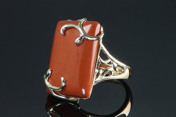 Vintage 14K Yellow Gold Ring with Red Jasper