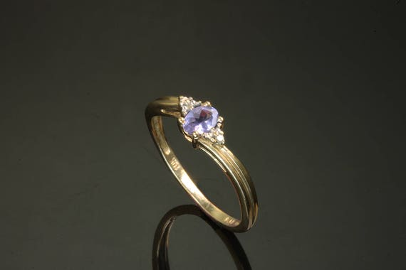 10K Yellow Gold Vintage Ring with Oval Tanzanite and Diamonds