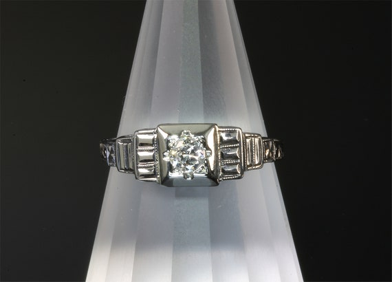18K White Gold Vintage Art Deco Style Diamond Solitaire Ring
