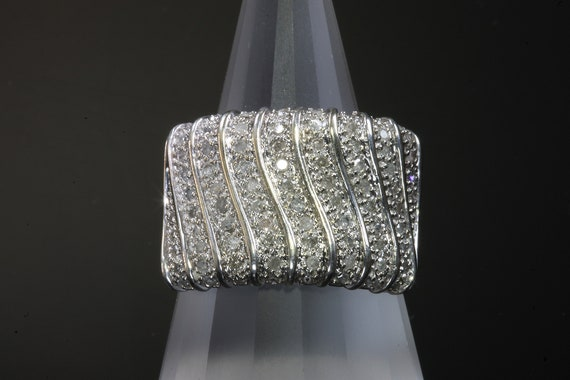 Vintage 10K White Gold Retro Diamond Ring