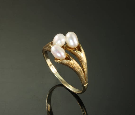 14K Yellow Gold Art Nouveau Style Ring with Fresh Water Pearls