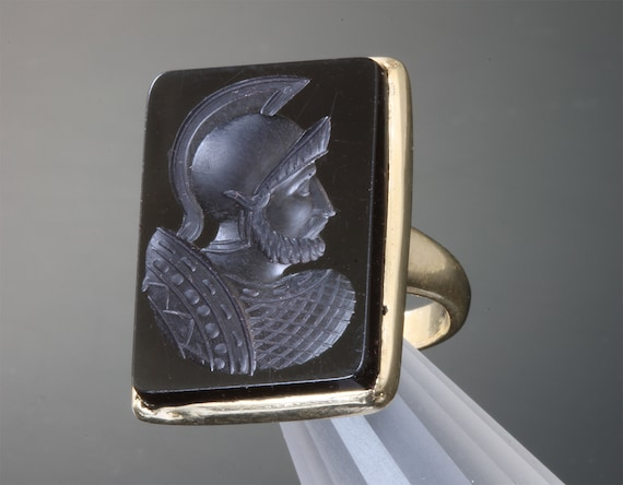 Vintage 14K Yellow Gold and Onyx Roman Soldier Intaglio Ring