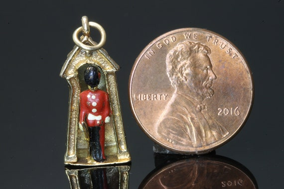 9K Gold Rare Vintage Beefeater Charm