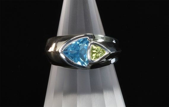 Handmade sterling silver Swiss Blue Topazt and Peridot trillion gemstone ring, fancy. cut, colorful stylish statement ring