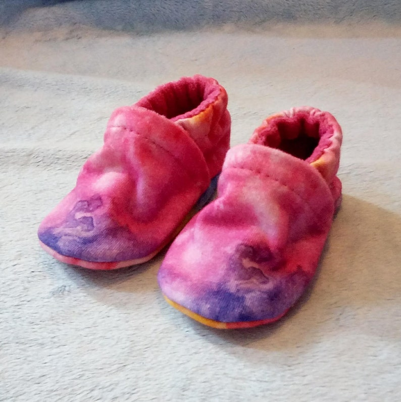0-3M Tie Dye: Handmade Baby Shoes Soft Sole Cotton Knit Fabric image 0