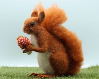 Solly the Squirrel needle felting kit - Large model with detailed photo tutorial