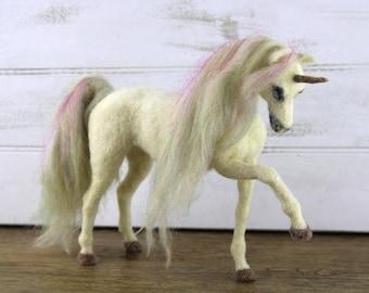 Una the Unicorn needle felting kit - Large model with detailed photo tutorial