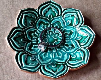 Full Malachite GREEN Ceramic Lotus Ring Dish Ring Bowl Ring Holder  3  1/4 inches round
