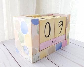 Perpetual Wooden Block Calendar - Bird Watching - Spring Colors - Country Large Polka Dots - Desk Calendar