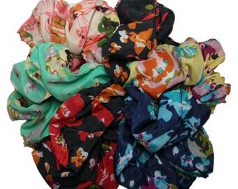 Floral scrunchies // set of 6 scrunchies - 90s flower scrunchie set