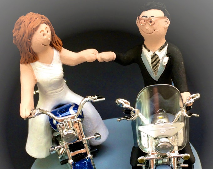 Bride and Groom Riding on Motorcycles Wedding Cake Topper, Bikers Wedding Anniversary CakeTopper, Motorcycle Couple Wedding Anniversary Gift