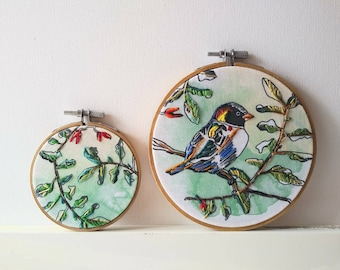Hoop, bird, Bouche cousue, embroidery, leaves, decoration, art, poetry, nature, colorful bird, green, unique creation, made in Canada,