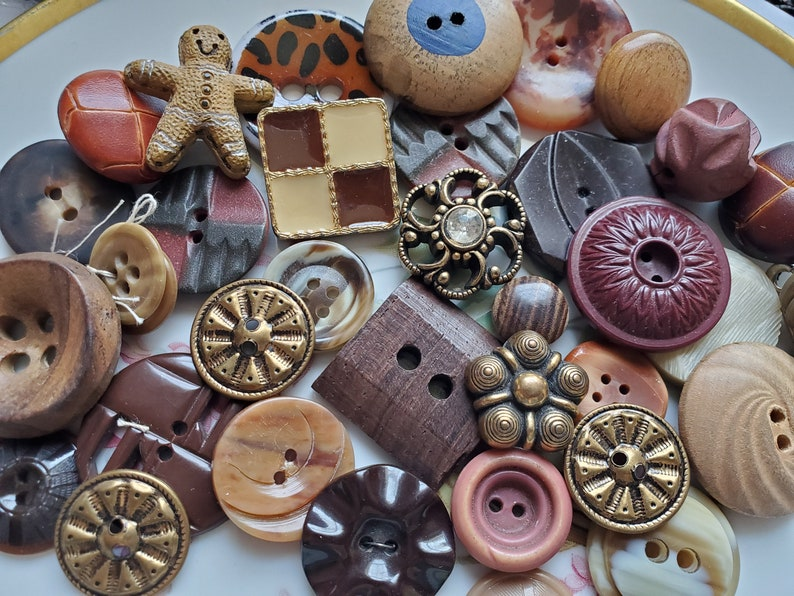 Thirty Five Cottage Chic Buttons . Vintage Buttons. Gold .. 35 Shades of Brown