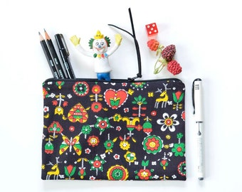 Vintage Fabric Zipper Pouch / Project Bag | Black with Primary Colors Folksy Flowers, Hearts and Deer | 7.75x5.5 inches