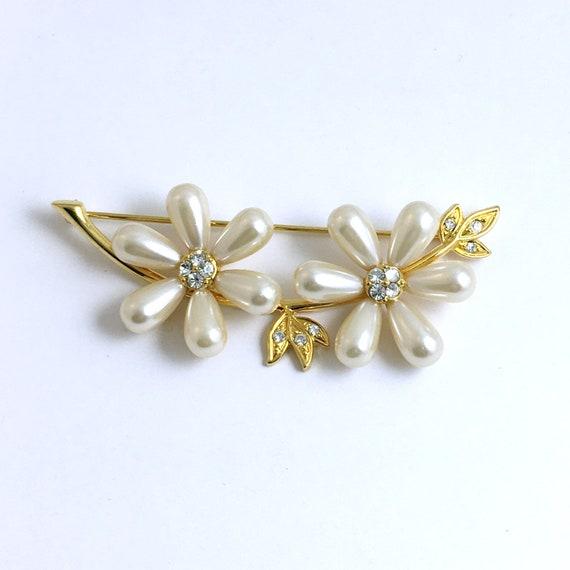 Vintage Pearl Flower Brooch Joan Rivers
