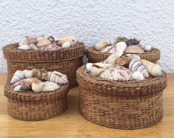 Vintage Set of 4 Round Nesting Woven Seagrass Lidded Basket Boxes FREE SHIPPING