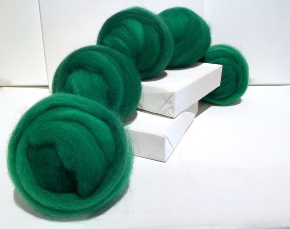 "Emerald Green Wool Roving, ""Malachite"" Needle Felting, Spinning Fiber, Christmas green, dark kelly green roving, Saori weaving, malachite"