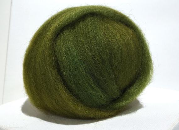 Green gold wool roving, Felting wool, Spinning Fiber, yellow green, olive golden green roving