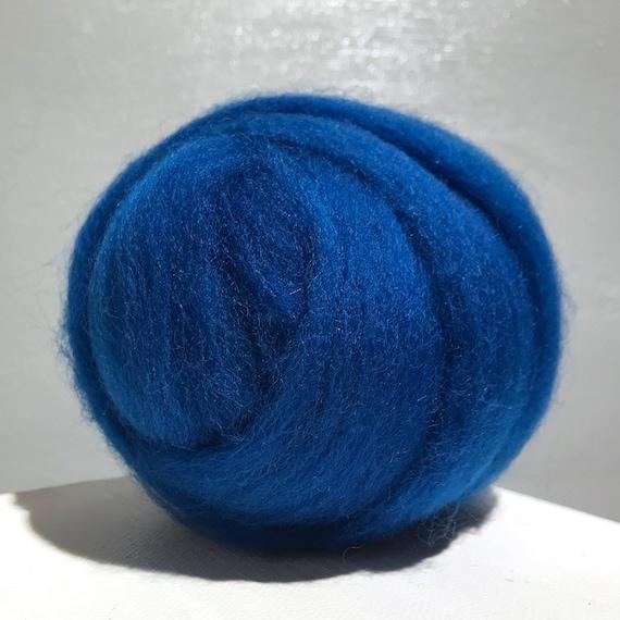 Peacock blue wool roving, Felting wool, Spinning Fiber, semi-solid, Dark blue green, vibrant blue roving