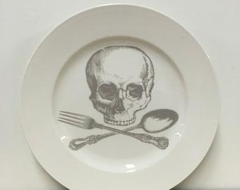 skull and cross-utensils 12 inch serving platter in Ghostie Grey