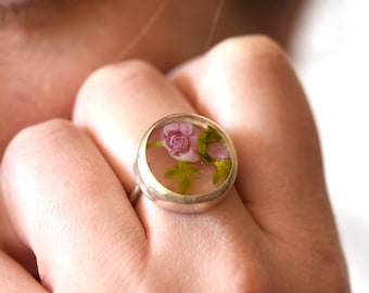 Juliette - Statement ring with roses - Ring in glass and sterling silver - Floral jewelry - One of a kind