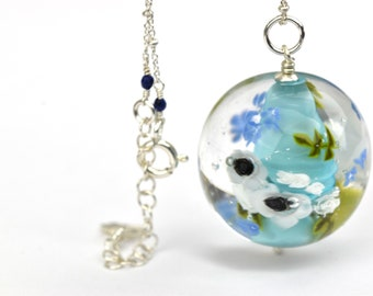 Mariam - Long necklace in art glass and sterling silver - White anemones and ivory roses