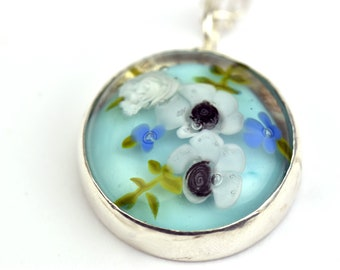 Helen the Inspiring - Statement amulet in floral glass, fine stones and sterling silver - White anemones and ivory roses