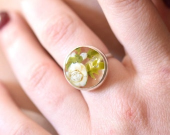 Claire - Statement ring with roses - Ring in glass and sterling silver - Floral jewelry - One of a kind