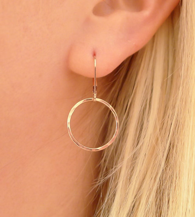 Gehämmert Gold Creolen Brisuren Ohrringe zierliche Hebel | Etsy