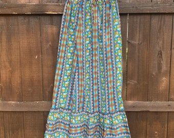 Here  comes the sun. Pretty 1970s prairie cottage core boho flower skirt