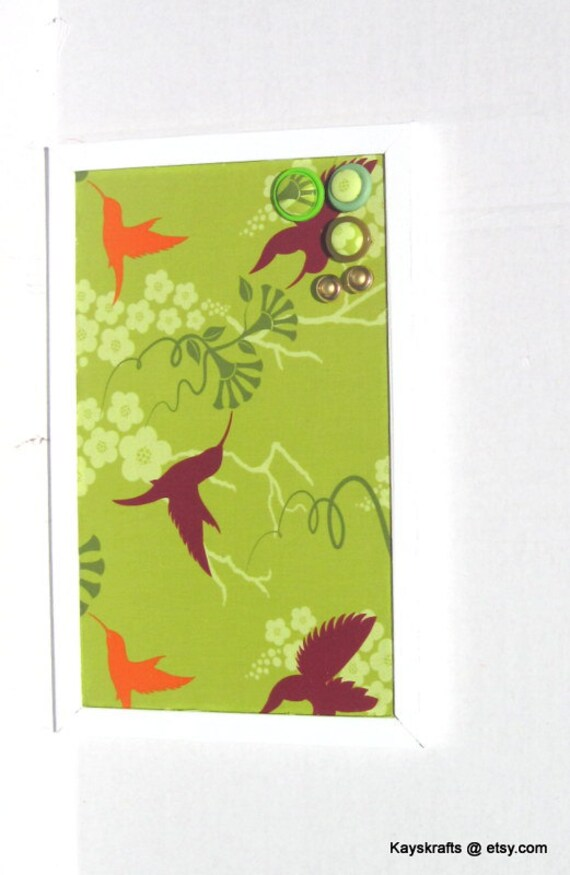 Kalk-Kolibri auf weiß gerahmten Pinnwand Kork-Brett 17 x 11