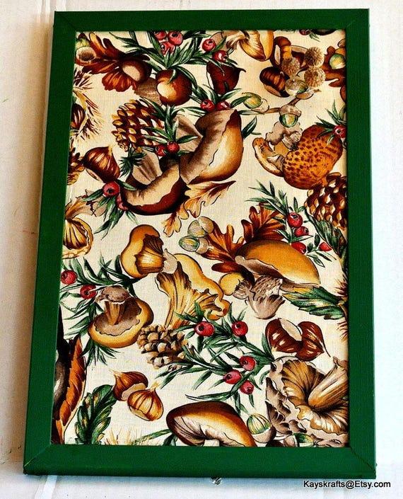 Tableau en liège de l'automne, champignons et glands bête marron automne babillard, babillard, babillard de l'automne, de cuisine de Liège
