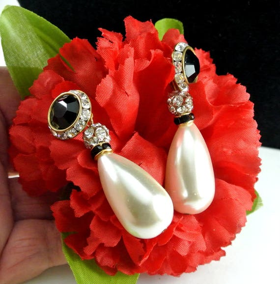Long Teardrop Cream Pearl With Black Glass Cabacho
