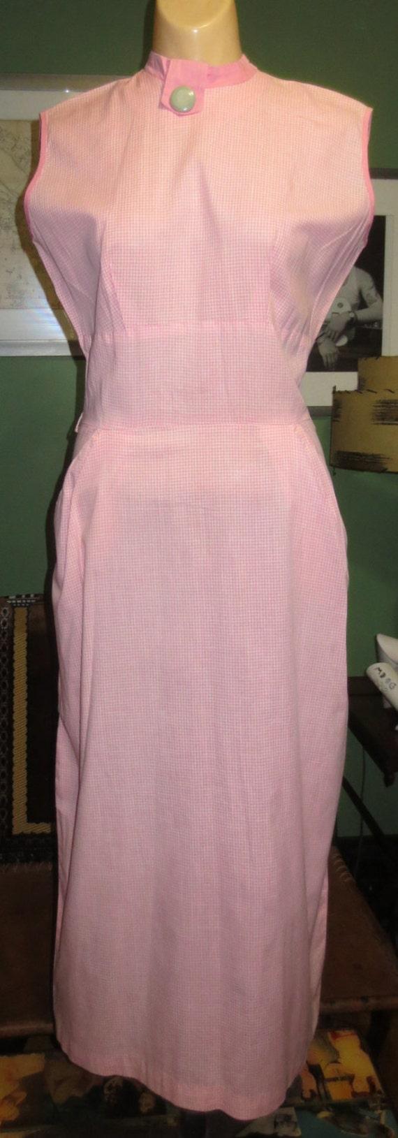Medium 26 Waist 1950s Vintage Pink Gingham Slim Co