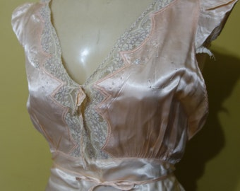Medium 36 Bust 1940s Vintage Pink Rayon Nightgown with Embroidery and Lace by Satin TuLure Rayon Celanese Yarn