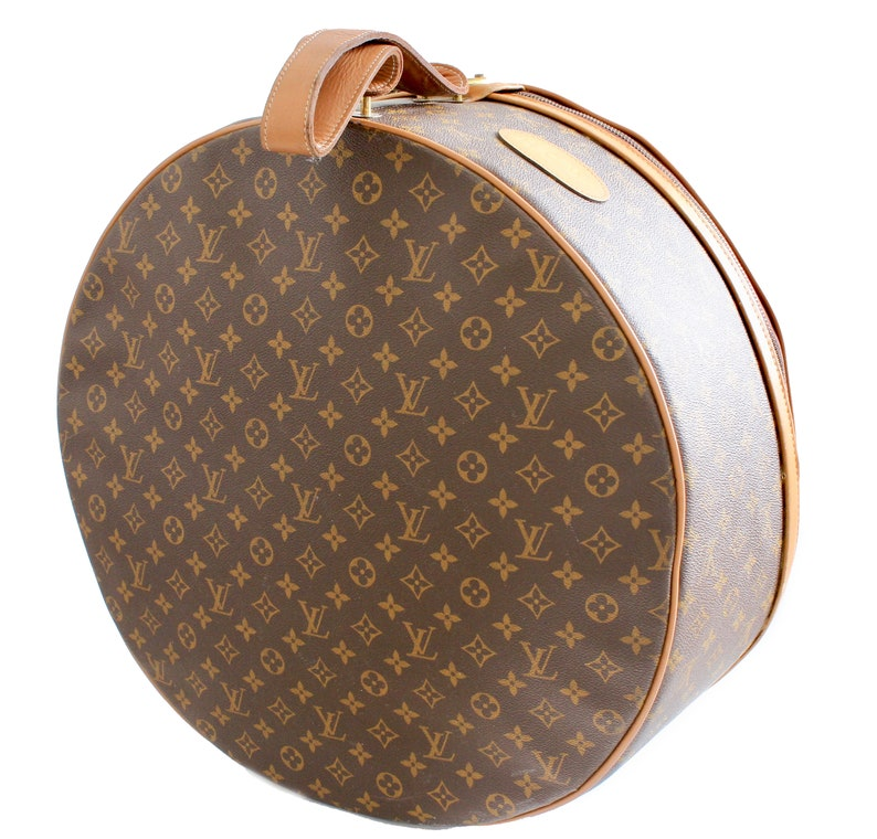 23a5656c69d6 Louis Vuitton The French Company Boite Chapeaux Round Hat Box