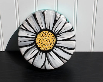 Upcycled Wood Bowl - HandPainted Daisy Decor - Decorative Wall Hanging or Jewelry, Ring, Coin or Key Holder - HandPainted Wooden Bowl - Dish