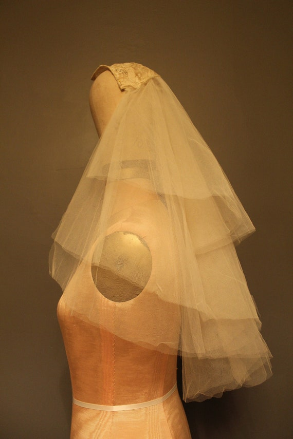 Vintage Chantilly Lace Cap & Silk Tulle Wedding Ve