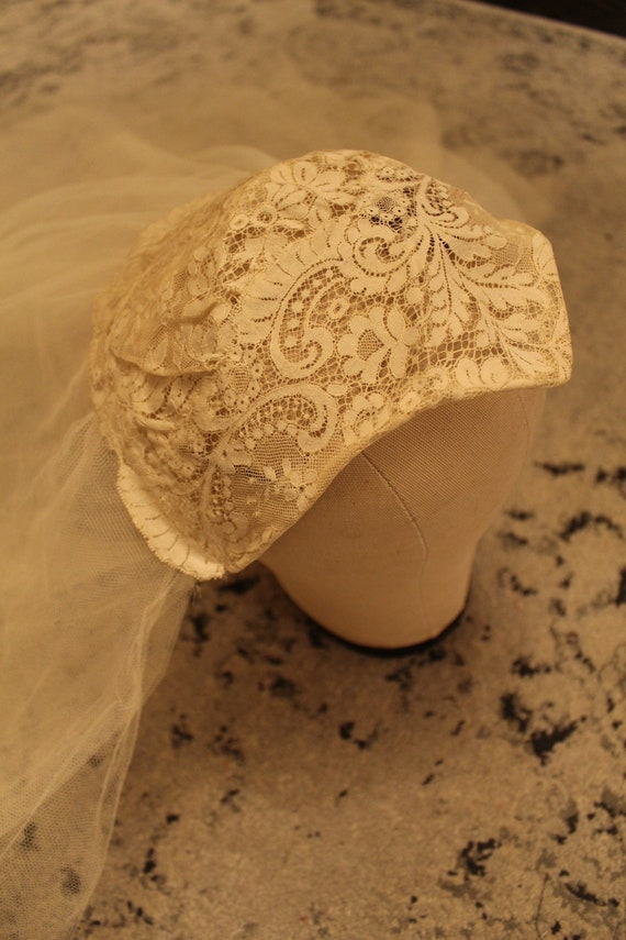 Vintage Chantilly Lace Cap & Silk Tulle Wedding V… - image 8