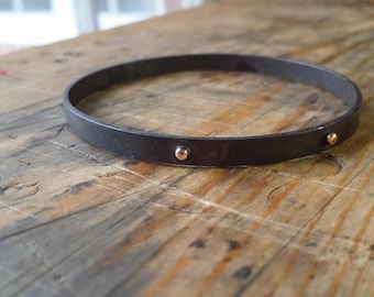 Oxidized bangle with gold