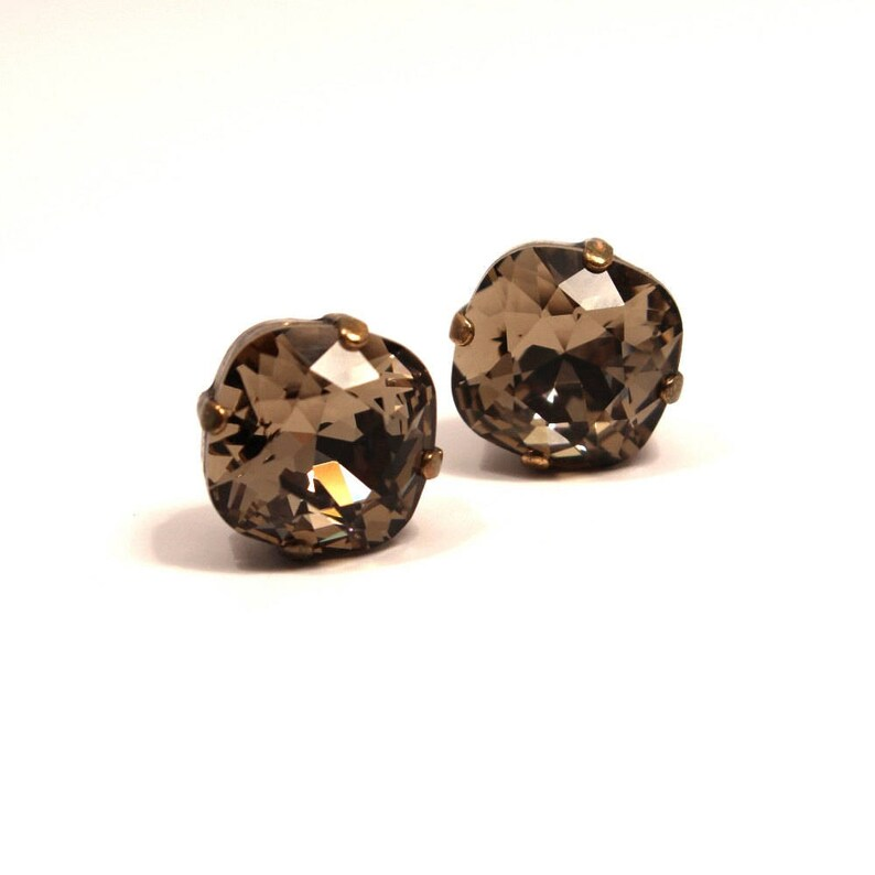 Soft Brown Griege Crystal Stud Earrings Classic Sparkling Grey image 0