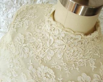 Vintage William Cahill Long Sleeve Wedding Dress, Pale Yellow Silk Bridal Gown , Size 2, Alencon Lace, Vintage Bride, Boho Bride, 1969,