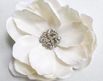 Ivory Magnolia Hair Clip, Wedding Hairpiece, Cream Fascinator, Vintage Rhinestone, Bridal Accessories, Southern Wedding, Prom Flower, Pinup