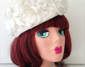 Vintage 50s 60s Off-White Flower Hat, Floral Pillbox Hat, Winter Wedding, Bride or Mother of The Bride, Sunday Church Hat, Jackie O Costume