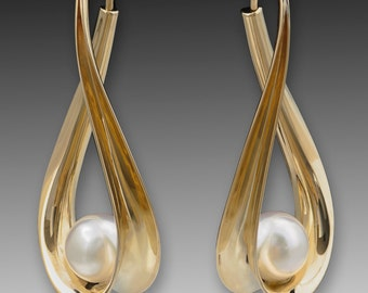 Gold Hoop Earrings, 14K Solid Gold with 10mm freshwater pearls.