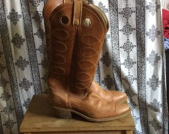 These vintage ACME boho/cowboy boots were made for walking, or dancing! Sz 7.5