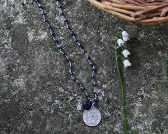 ROSARY | Collana catena rosario, perline in mezzo cristallo blu, con ciondoli